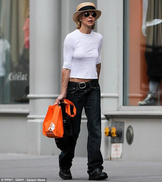 La maigreur est devenue la parade anti-âge chez les actrices. Ci-dessus, Meg Ryan dans les rue de New York en 2014.