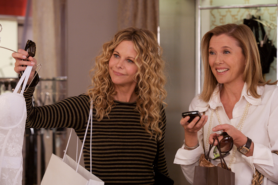 Les momies font du shopping (Meg Ryan et Anne Benning, plus botoxées que jamais) dans The Women, remake du film de Cukor avec Joan Crawford. Le film version 2008 fut un flop.