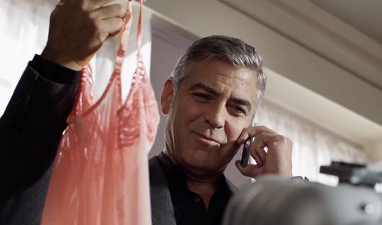Même quand il se trompe de valise, George tombe sur celle du nana qui fait du 36...
