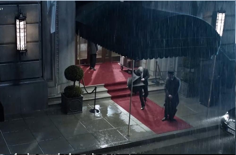 Extrait la dernière publicité de ©Nespresso : George sort de son palace qui a le bon goût d'être près d'une boutique de la marque...