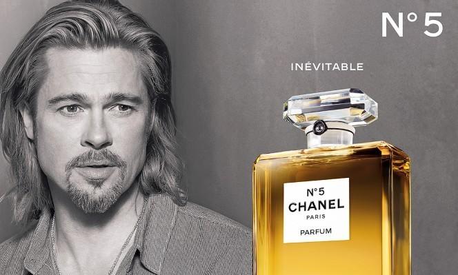 Brad Pitt dans sa dernière campagne de publicité pour Chanel : même pas avec un bâton, j'te touche !