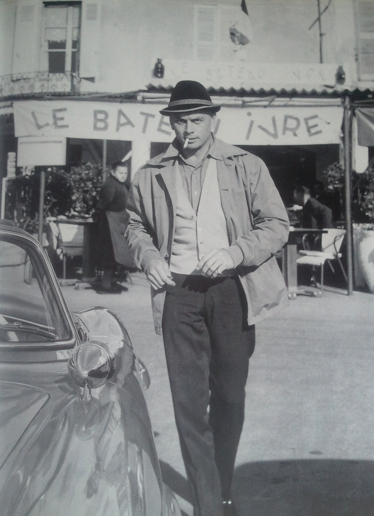 """Yul Brynner quitte """"Le Bateau Ivre"""", ce n'est presque pas un jeu de mots... St Tropez, 1960 ©Edward Quinn."""