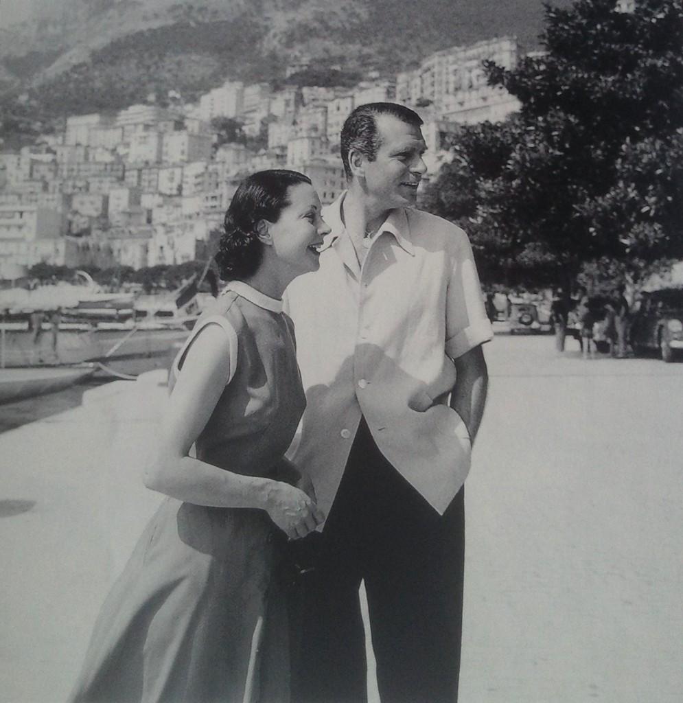 Scarlett O'Hara et Hamlet alias Vivien Leigh et Laurence Olivier en goguette à Cannes, 1956.
