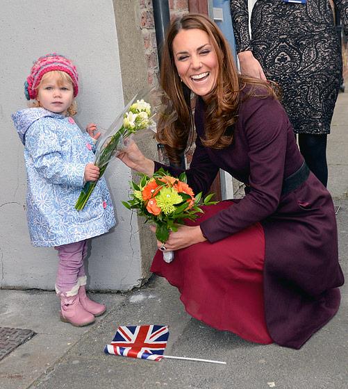 Courage Chérie, en accouchant, écarte les jambes et pense à l'Angleterre...