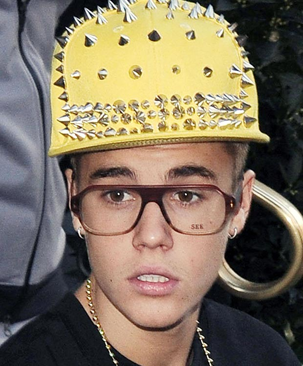 Non, Justin, la monture des lunettes n'est pas proportionnelle à l'intelligence... La preuve sur cette photo...