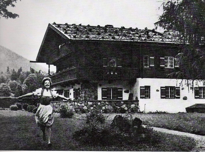 Romy Schneider adolescente à Mariengrund, chalet construit par sa mère, Magda, au pied du Nid d'Aigle d'Hitler pendant le seconde guerre mondiale