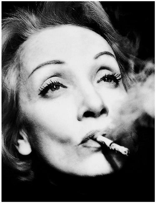 Une grande amie de Romy : Marlène Dietrich qui résidait aussi à Paris. Celles-ci se téléphonaient beaucoup.