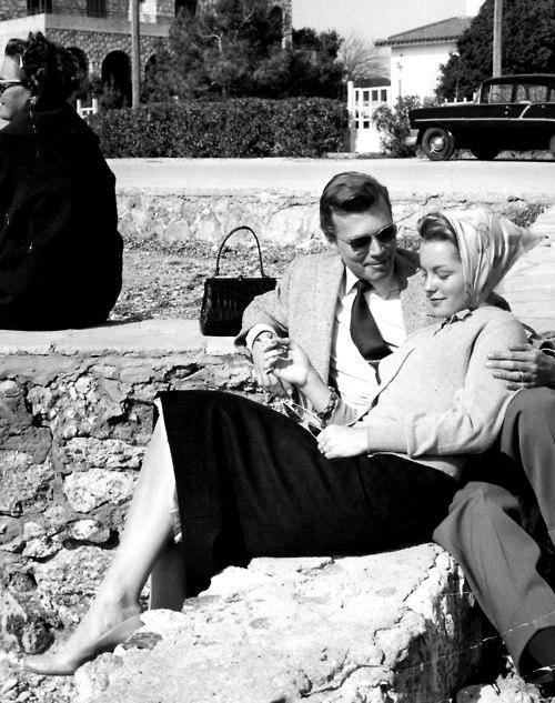 Conter fleurette à Romy, hélas sans espoir de retour... (photo : 1957)