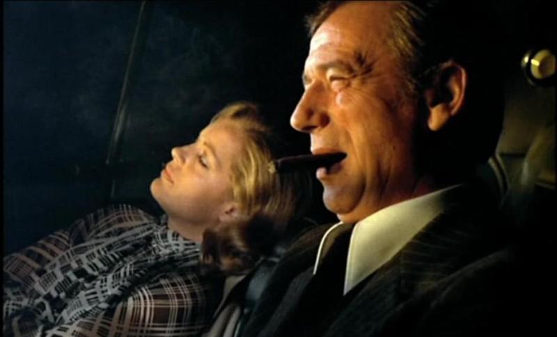 Fumer un barreau de chaise en conduisant sans ceinture la nuit et après une fête arrosée, dans les années 70, c'est normal ! (César et Rosalie, 1972)