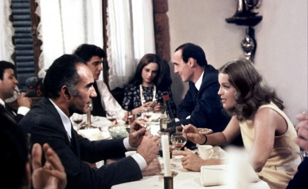 Chez Sautet, on s'engueule souvent dans les bistrots, mais sans déroger au vin-rouge-café-clope (Romy Schneider et Michel Piccoli dans Les Choses de la vie, 1972)