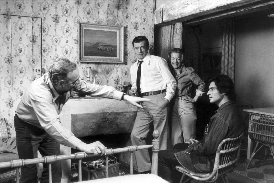 Claude Sautet sur le tournage de César et Rosalie, avec Yves Montand, Romy Schneider et Samy Frey