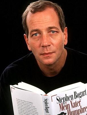Stephen Bogart a tout pris de son père... seuls les yeux bleus de sa mère, Lauren Bacall, diffèrent...