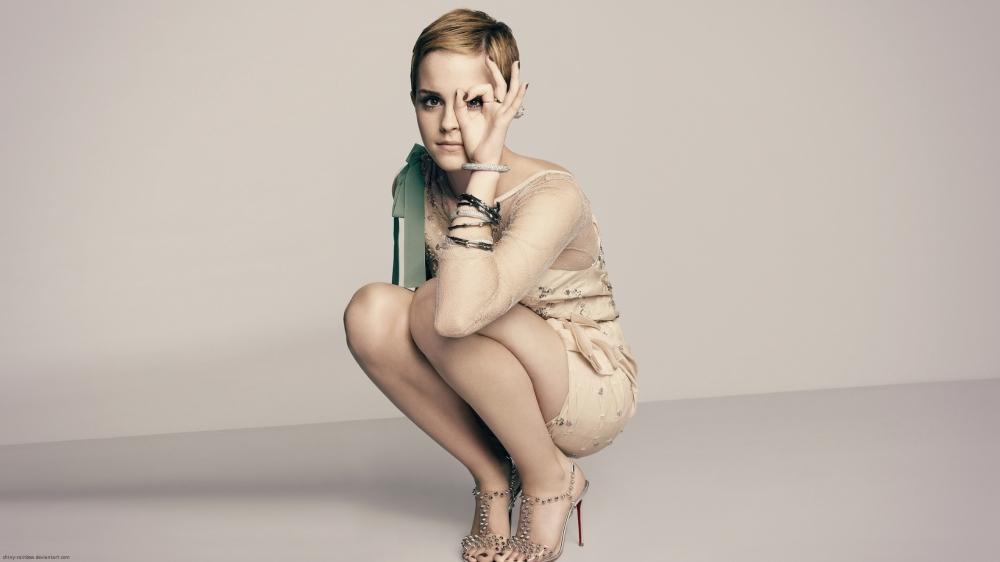 Non, Emma Watson, pas une seule aire d'autoroute à l'horizon... il va falloir faire pipi sur le gazon...