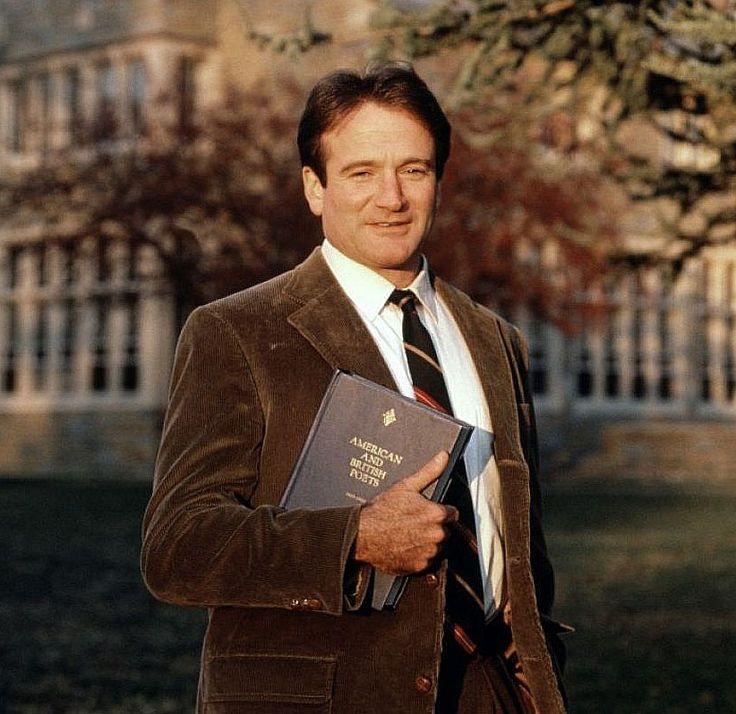 Robin Williams alias Pr John Keating dans Le Cercle des Poètes disparus, 1989, film culte pour les plus de 30 ans.
