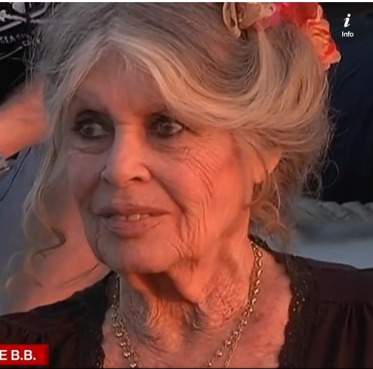 Brigitte Bardot sur le port de Saint Tropez pour ses 80 ans.