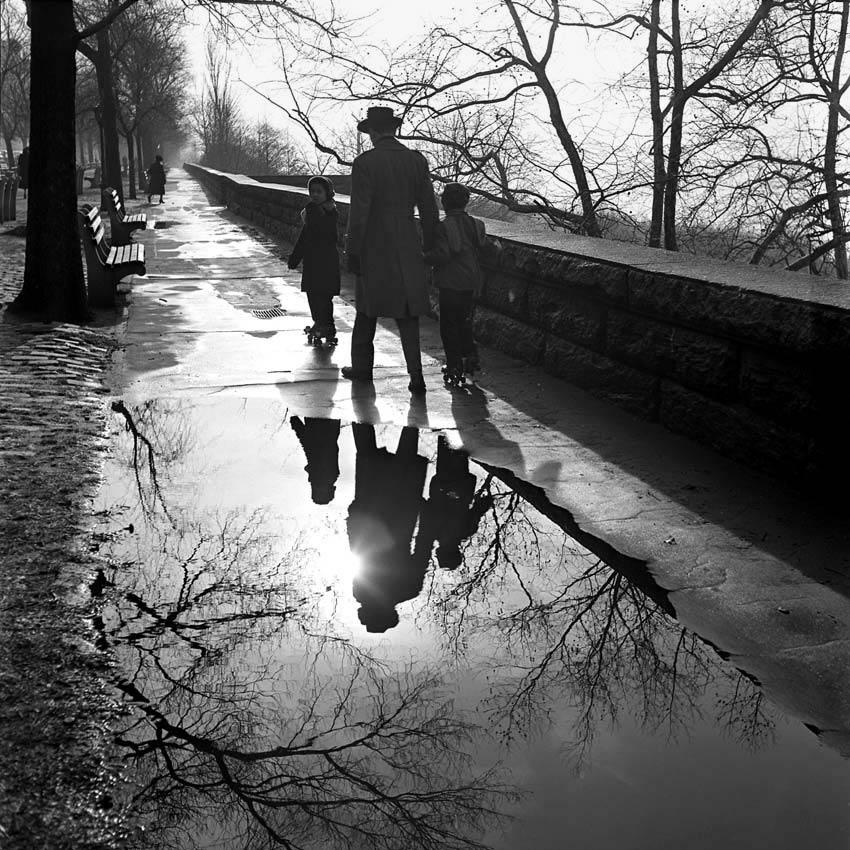 Plus qu'elle-même, Vivian Maier aimait photographier le monde qui l'entourait...