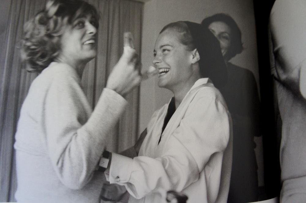 """Poilade en Espagne avec Meliona Mercouri sur le tournage de """"10h30 du soir en été"""", de Jules Dassin. 1966."""