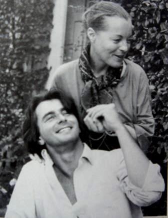 Romy, quelques temps avant sa disparition, le 29 Mai 1982. Ici dans sa maison de campagne à Boissy-sans-Avoir avec son dernier compagnon, Laurent Pétain.