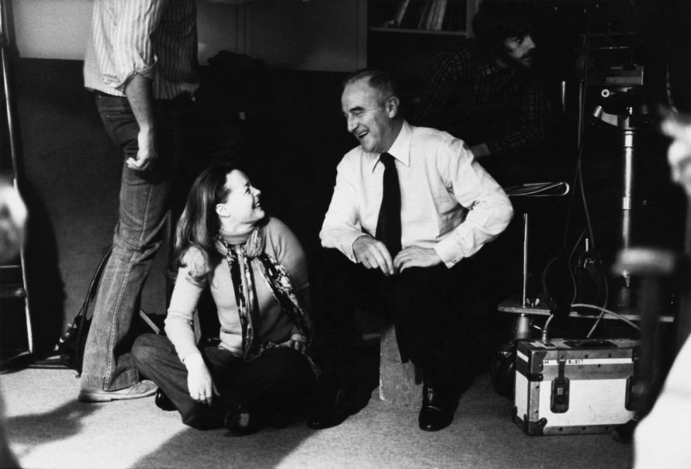 """Romy et Claude Sautet. Elle a 40 ans. Il lui offre un film en cadeau d'anniversaire, """"Une histoire simple"""", 1978."""