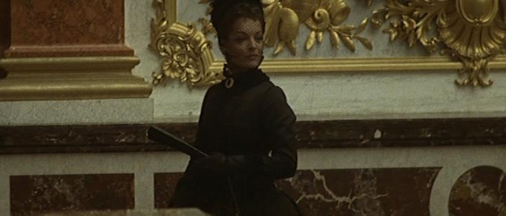 Romy reprend le rôle d'Elizabeth d'Autriche dans Ludwig (1972) de Visconti. Dans la galerie des glaces du palais du roi fou, elle éclate d'un rire glaçant et hystérique.