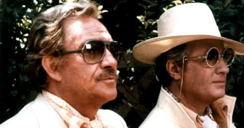 Ugo Toniazzi et Michel Serrault, alias REnato Baldi et Albain (Zaza Napoli) dans La Cage aux Folles, 1978. Scène de la déclaration.